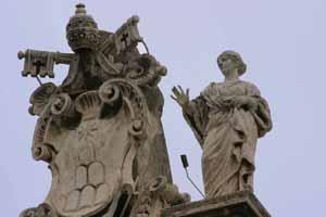 Св. Петронилла около герба Папы Римского Александра VII