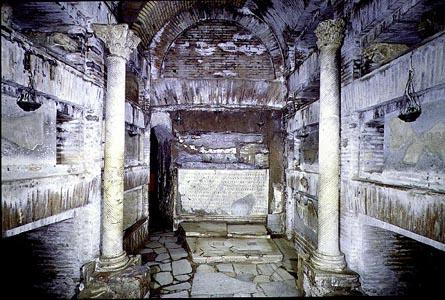 Колонны в катакомбах Каллисто