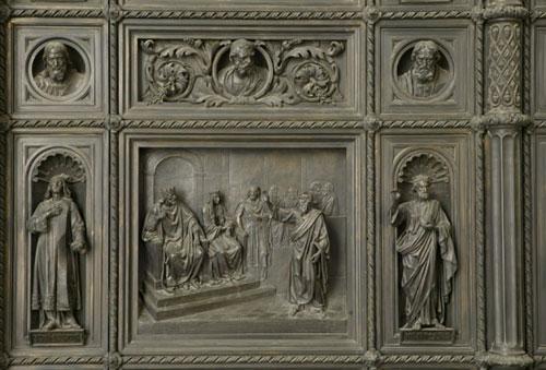 Апостол Павел перед царем Агриппой. Рельеф больших западных внутренних дверей