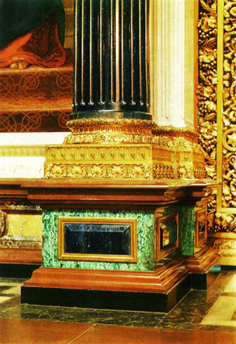Фрагмент интерьера Исаакиевского собора. Лазурит и малахит.
