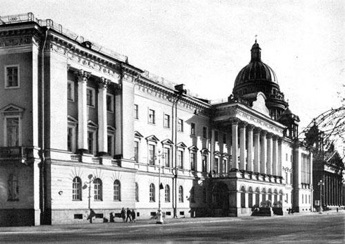 Дом Лобанова-Ростовского. Северный фасад