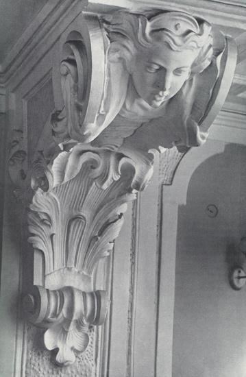 Деталь балкона в коридоре жилого корпуса Смольного монастыря